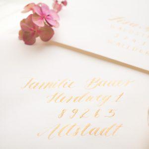 Beschriftung Umschläge mit handgeschriebener Kalligrafie