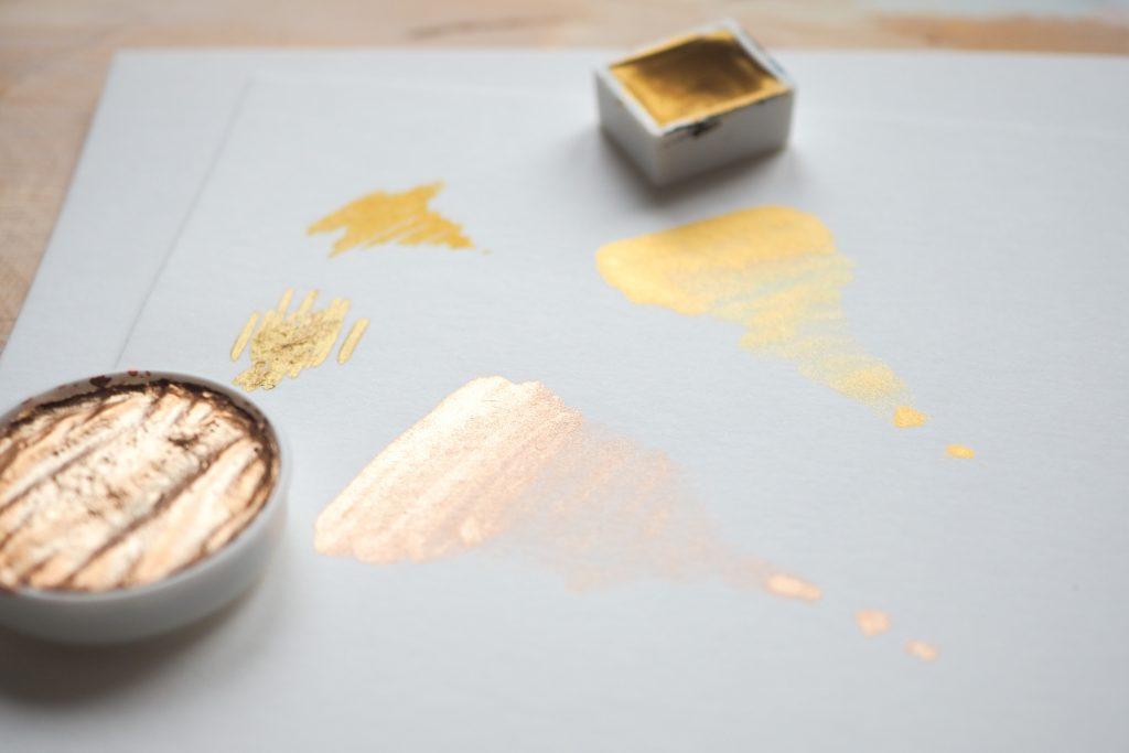 Goldfarben zur Verzierung